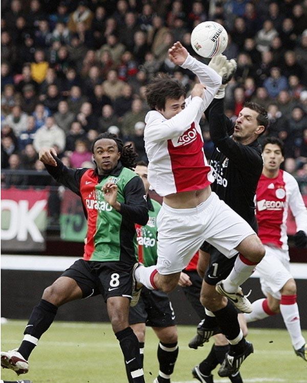 Ajax met tien man langs NEC: 2-4 | AjaxFanzone.NL
